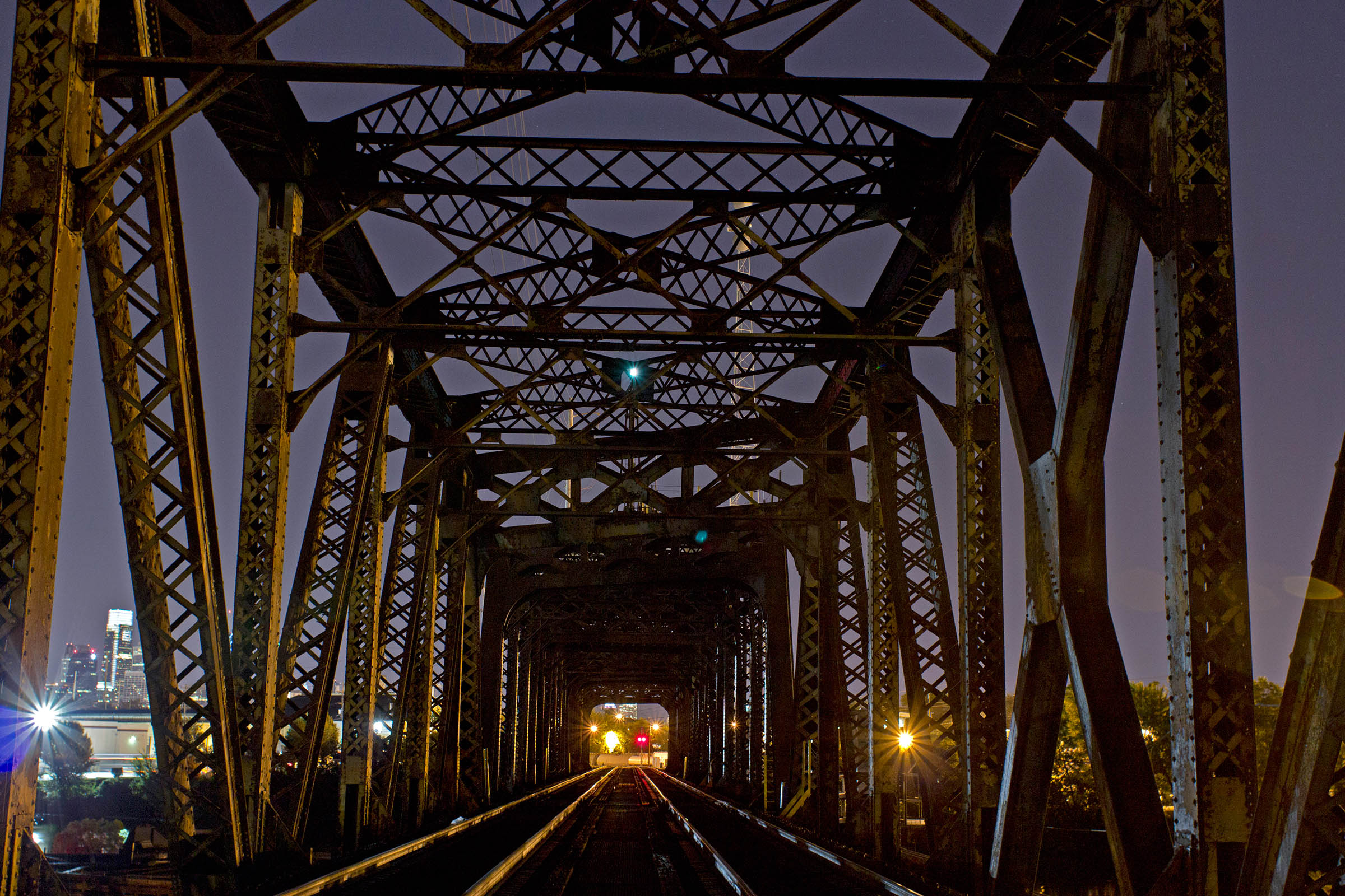 Railroad bridge, Philadelphia, PA, USA, 2013.